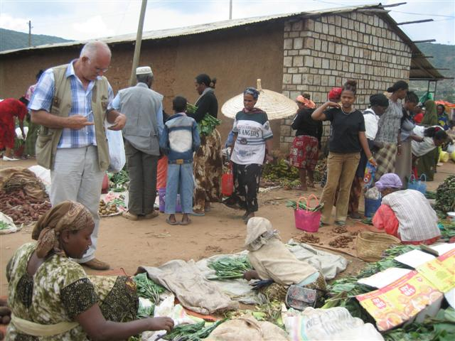 Iede buying cabbage on the market of Yabello.